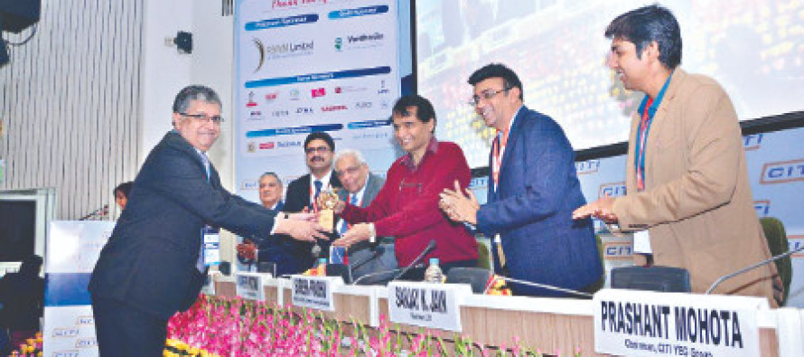 Suresh Prabhu felicitates winners of InnoTex 2018